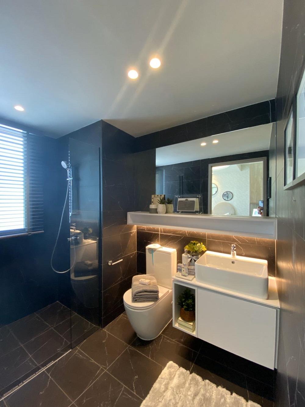 Ola 4 bedroom show room JR Master Bath